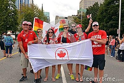 Olímpicos canadenses no orgulho alegre em Ottawa Imagem Editorial