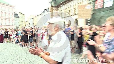Olomouc, repubblica Ceca, il 15 maggio 2018: Attivista e musicista Ziggy Horvath su una dimostrazione contro la perfezione archivi video