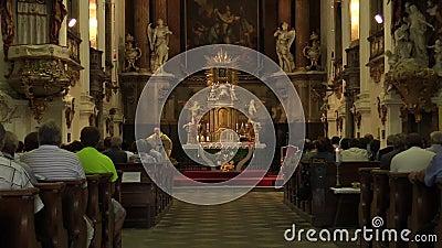OLOMOUC, republika czech, LIPIEC 30, 2017: Katolicka chrześcijanin masa po żniwa i liturgia uwielbiamy bóg, dziękczynienie zbiory