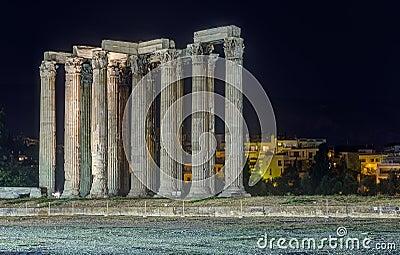 Ναός Olympian Zeus τη νύχτα, Αθήνα, Ελλάδα