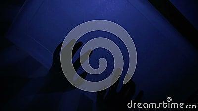 Ombre spaventose sul soffitto archivi video