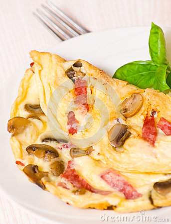 Free Omelet With Mushrooms And Salami Stock Photos - 33476283
