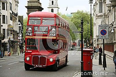 Omnibus del amo de la ruta de Londres Foto de archivo editorial