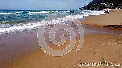 Ondas de Oceano Pac?fico na praia da costa sul de NSW, Austr?lia filme