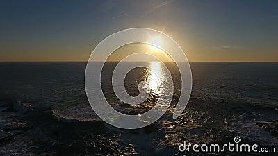Ondas que deixam de funcionar no por do sol em Porto Moniz, Madeira filme