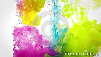 Onder zich water het vloeibare kleuren mengen stock video