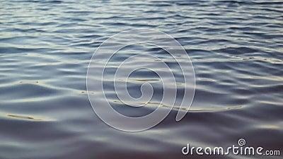 Ondulación del agua del lago