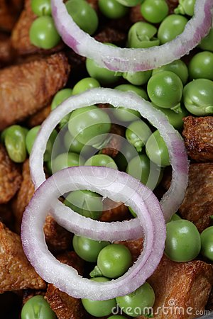 Onion rings and green peas