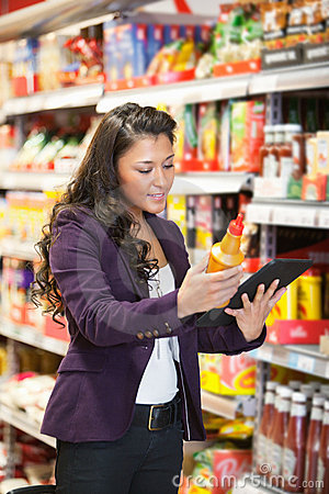 Free Online Product Comparison In Supermarket Stock Images - 20026594