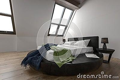 ontwerper moderne slaapkamer met gehelde vensters stock, Meubels Ideeën