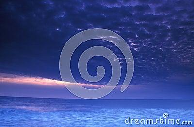 Onweer bij zonsondergang