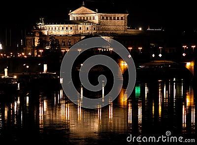 Opéra par nuit