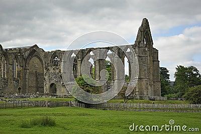Opactwa chmur wsi anglików płotowe ruiny