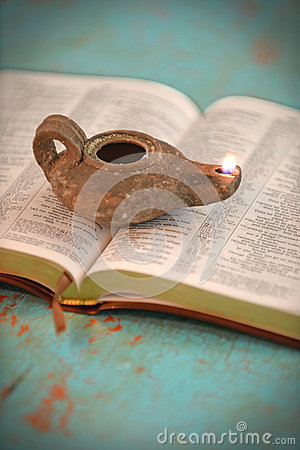 Free Open Bible And Vintage Lamp Royalty Free Stock Photos - 49640518