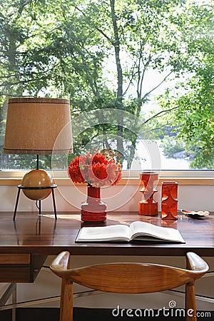 Free Open Book, Lamp And Retro Ornaments On Desk Stock Photo - 33916360