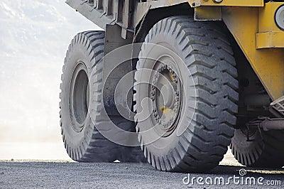 Open-cast mine on extraction, mining machine