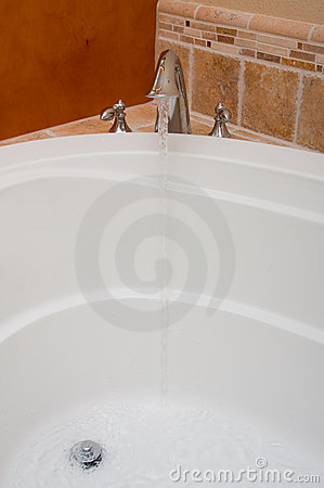 Open Faucet Water Bath Jacuzzi Vertical