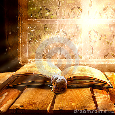 Free Open Old Book Magic Snail Royalty Free Stock Image - 37078226