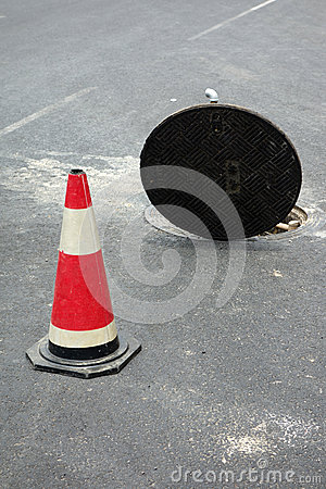 Free Open Sewer Manhole Royalty Free Stock Photography - 31339207