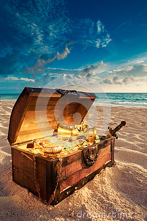 Free Open Treasure Chest On The Beach Royalty Free Stock Image - 49933866