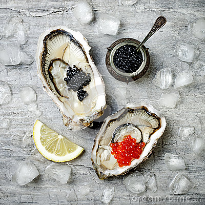 Free Opened Oysters With Red Salmon And Black Sturgeon Caviar And Lemon On Ice On Grey Concrete Background. Top View, Flat Lay Royalty Free Stock Images - 86996499