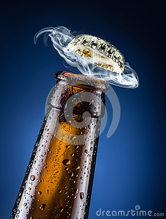 Free Opening Of Beer Cap. Stock Photography - 66516422