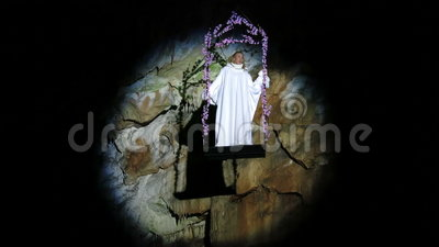 Opera singer sing in the cave. Singer sing in a Postojna cave stock footage