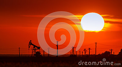 Operating oil and gas well contour, outlined on sunset