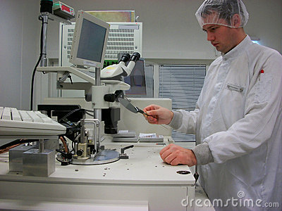 The operator with the silicon wafer