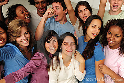 Opgewekte en gelukkige groep diverse mensen