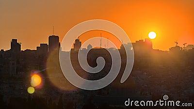 Opinião do Jerusalém sobre a cidade no timelapse do por do sol com a abóbada da rocha do Monte das Oliveiras filme