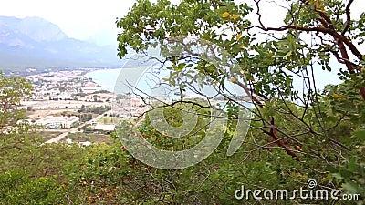 Opinião panorâmico da avaliação da costa do mar Mediterrâneo nas vizinhanças as cidades de Kemer, Turquia filme