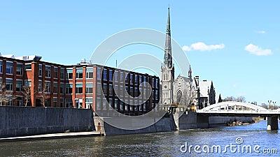 Opinión por el río magnífico, timelapse 4K de Cambridge, Canadá almacen de metraje de vídeo