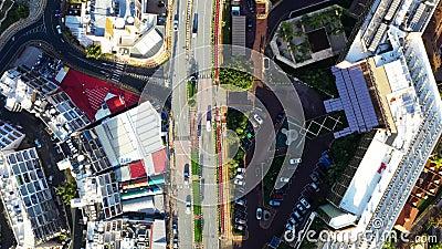 Opini?o a?rea da cidade com estradas, casas, constru??es, e parques de estacionamento Limassol, Chipre vídeos de arquivo