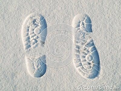 Opposite direction footprints