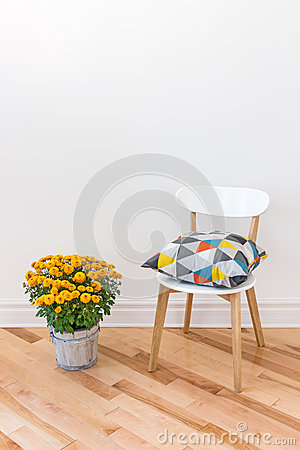 Free Orange Chrysanthemums Bright Cushion On A Chair Royalty Free Stock Photo - 33951625