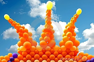 Orange crown from balloons