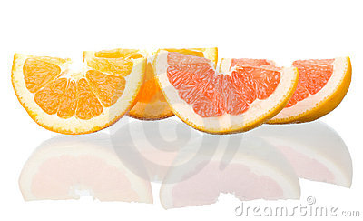 Orange and grapefruit peaces with reflection
