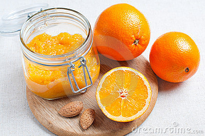 Orange jam and ripe oranges