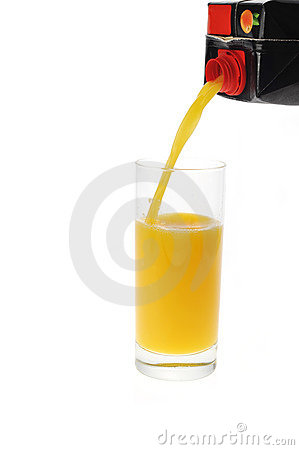 Orange juice pour