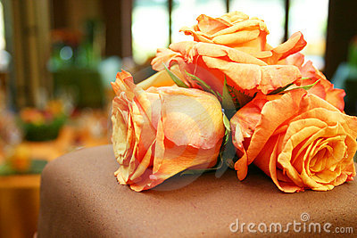 Orange roses on chocolate cake 051