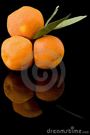 Free Oranges On Black Royalty Free Stock Images - 7489639