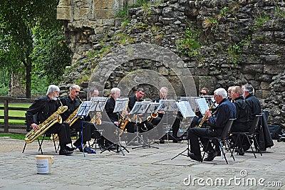 Orchestre de saxophone d air ouvert Image éditorial