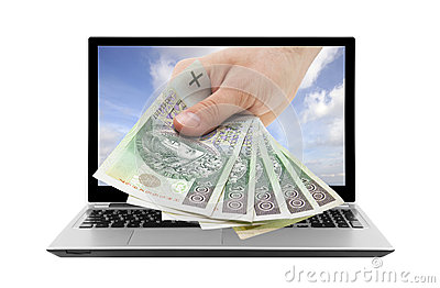 Ordinateur portable et main avec l argent polonais