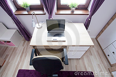 ordinateur portable sur le bureau photo stock image 50703275. Black Bedroom Furniture Sets. Home Design Ideas