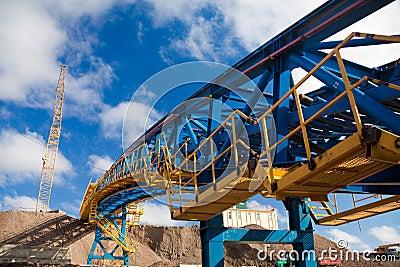 Ore conveyor in open pit mining