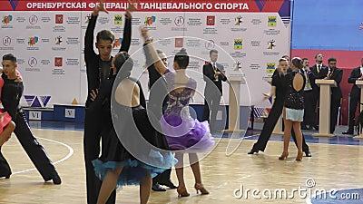 Orenbourg, Russie - 25 mai 2019 : Danse de fille et de gar?on banque de vidéos