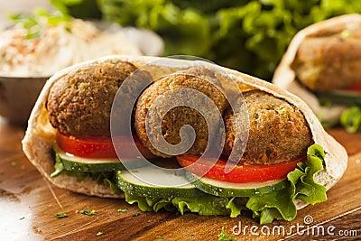 organic-falafel-pita-pocket-tomato-cucumber-33291353.jpg