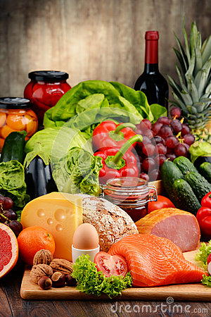 Free Organic Food Including Vegetables Fruit Bread Dairy And Meat Stock Photography - 65487162