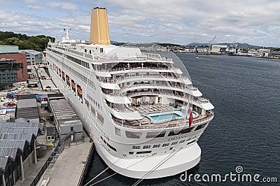 Oriana kryssningship i skeppsdocka Redaktionell Arkivfoto
